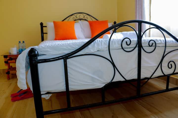 Spacious Private Room in Amazing & Safe Apartment