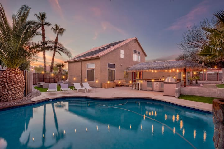 *SANITIZED* 5bd/3ba VILLA pool, 9mins to Strip 14!