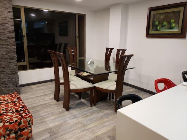 Habitación Amplia y cómoda en apartamento de lujo