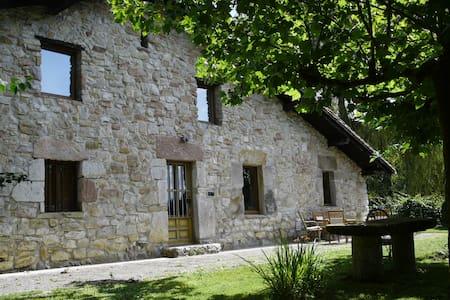 Caserío tranquilo, confortable con buenas vistas - Mallabia - Dům