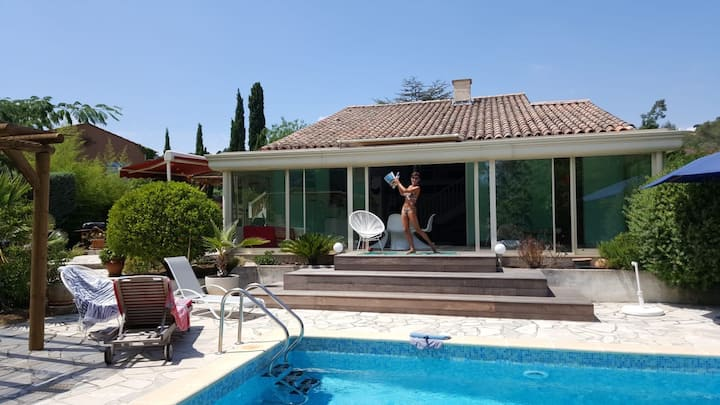 Villa 6 pers.piscine à 800m plage et 10km st Trop