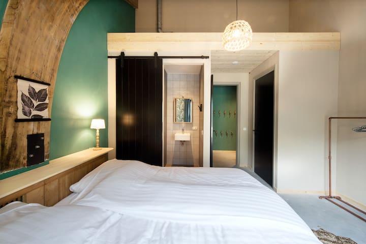 Schaapshut - 30p. ruim en luxe 15 sk met badkamers