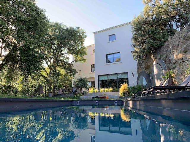 Villa avec piscine au cœur d'un parc de 1,3 ha