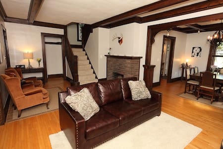 Dramatic Mission-Style 3BR Minutes from Downtown - Haus