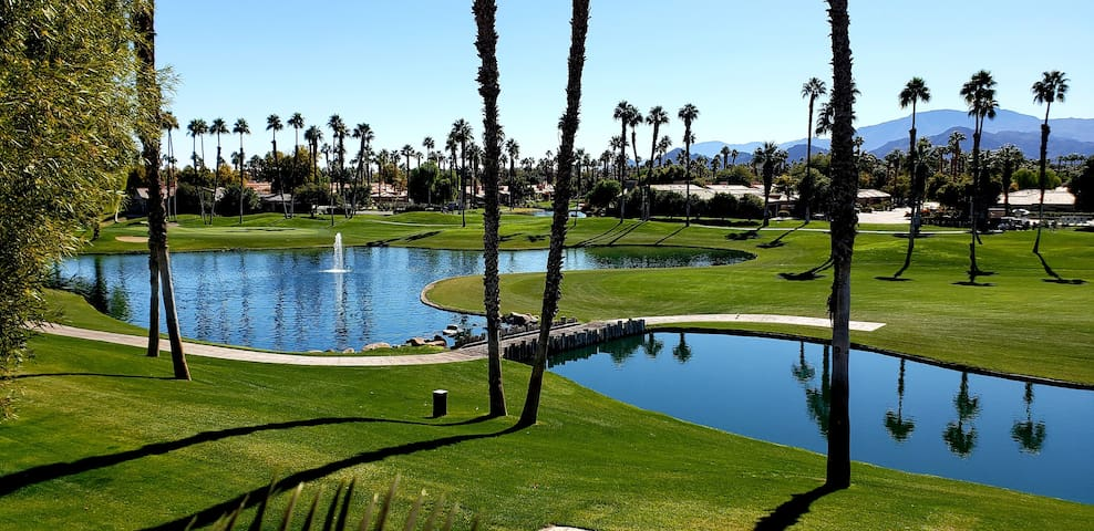 PALM DESERT 2 BDRM Fairway/Mntn/Lake VIEWS! +Pool!