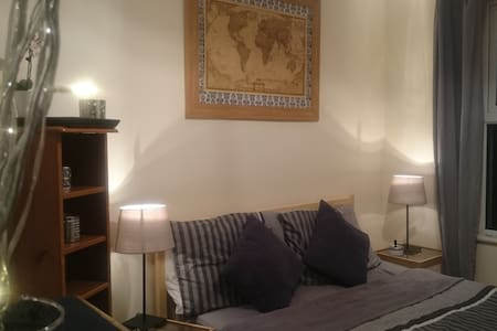 double bedroom in city centre - House