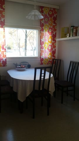 Sunny flat next to the harbour and city center - Lahti - Apartment