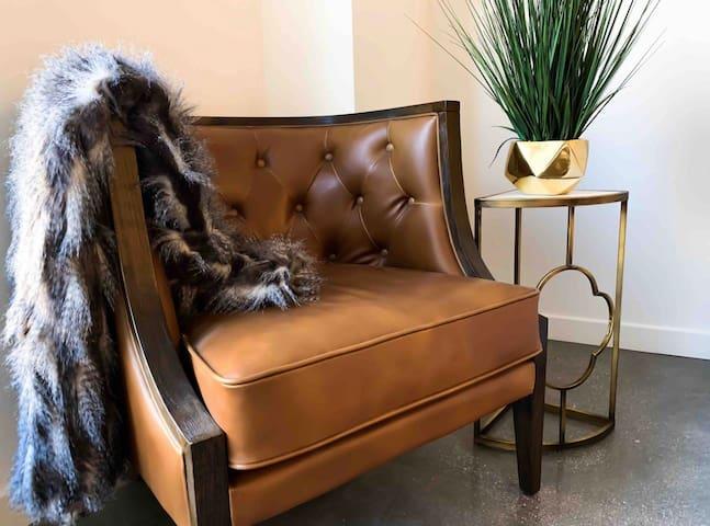 Cozy Luxury DTLA Suite w/ FREE PARKING