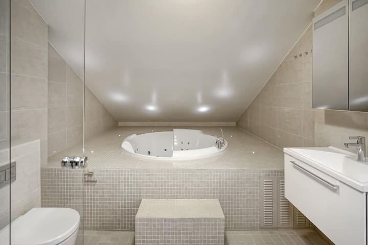 Luxurious central 3BR 2 storey penthouse with Spa