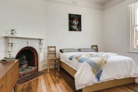 Beautiful room in central hobart location - West Hobart