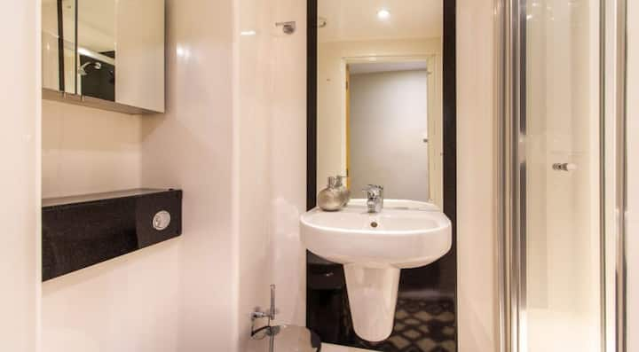 Student Only Property: Valuable Classic 1 Bed Flat