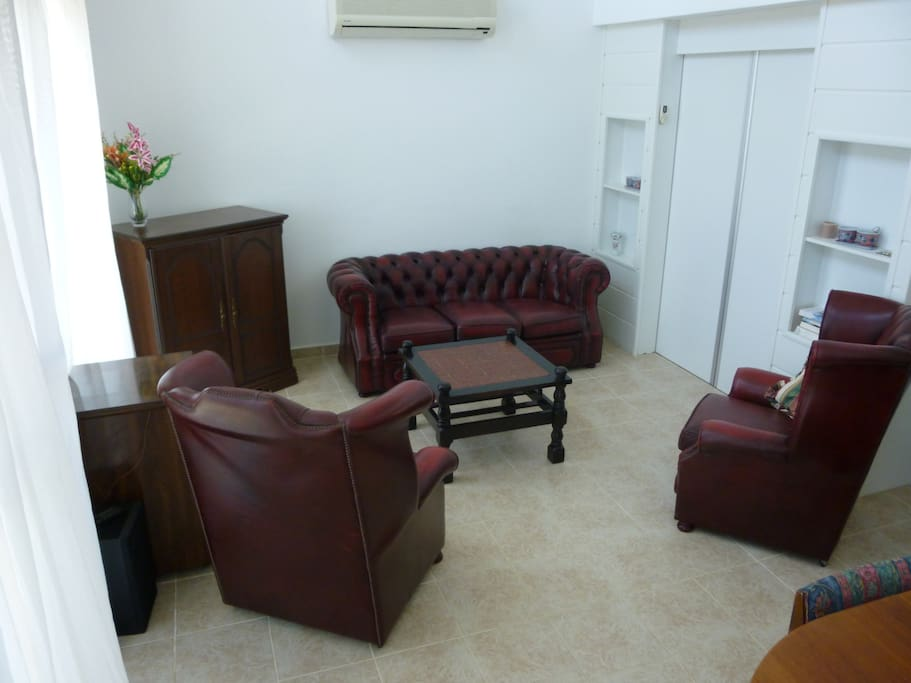 Beautiful chesterfield leather suite in comfy living room