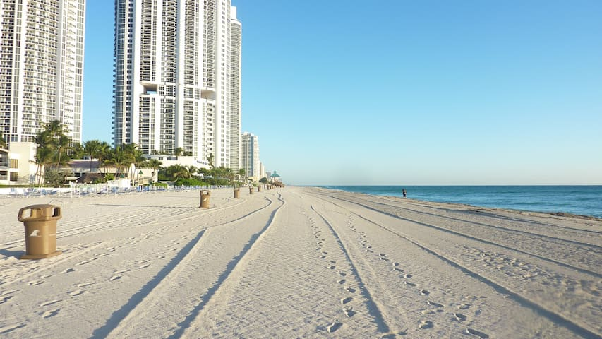 Le Cartier Condo- Beach and Sun - Sunny Isles Beach - Apartment