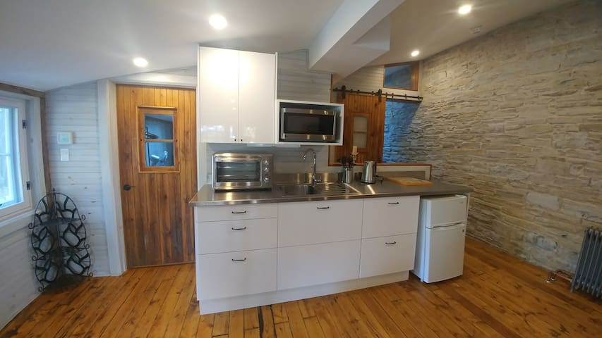 Charming carriage house downtown with parking