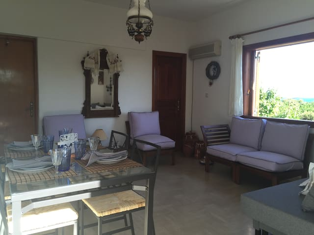 Island Stay,near Athens! By the sea. - Agii Apostoli - Huis