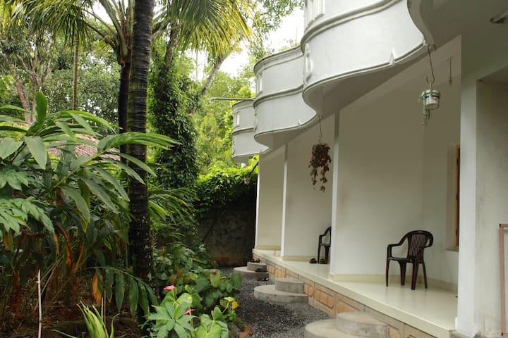 Bougainvilla Homestay Thekkady