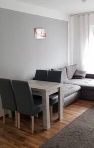 Gernsheim-schicke,gemütliche,ausgestattete Wohnung