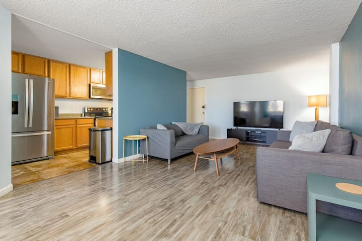 2 Bedroom near lightrail, I-25, DU, and Wash Park!