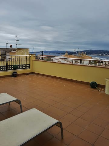 House with Beautiful Terrace, sea views in the center of Palamos. - Palamós - Casa