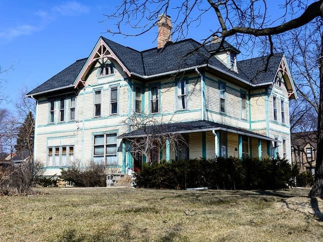 Historical Governor's Mansion and Landmark - Wauwatosa - 獨棟