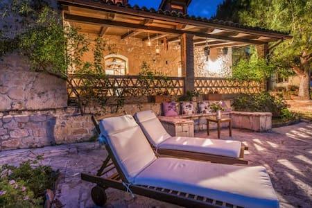 Kirstin 4-Bedroom Villa, Dikopoulos Organic Farm - Tragaki