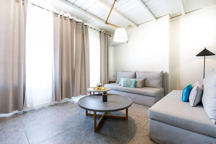 Lemon Tree House - Family Room