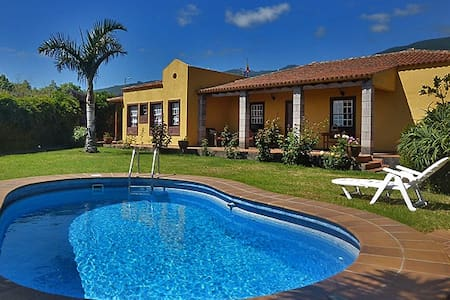 Holiday villa with heated, private pool - Breña Alta