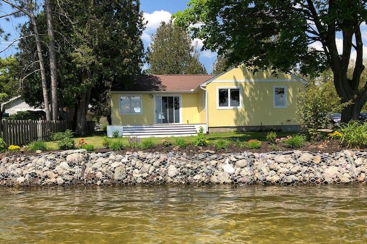 Sunshine Cottage on Crooked Lake - Petoskey, MI
