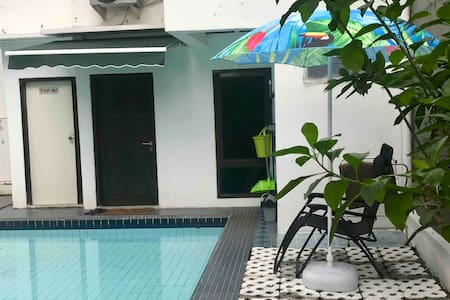 2-level poolside annex w fast wifi near Taman Mini