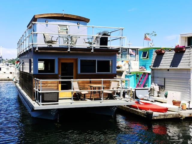 Floating Retreat in Heart of Seattle