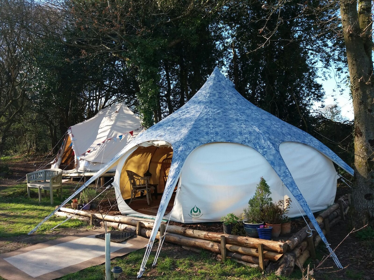 Lotus Belle and Emperor bell tent ... & Lotus Belle luxury tents with hot tub - Tents for Rent in ...