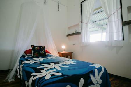 chambre privée avec un accès direct à la mer - Teahupoo