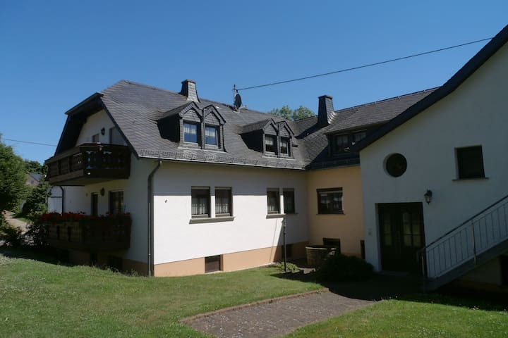 A holiday home in a quiet area with various facilities in a splendid region.