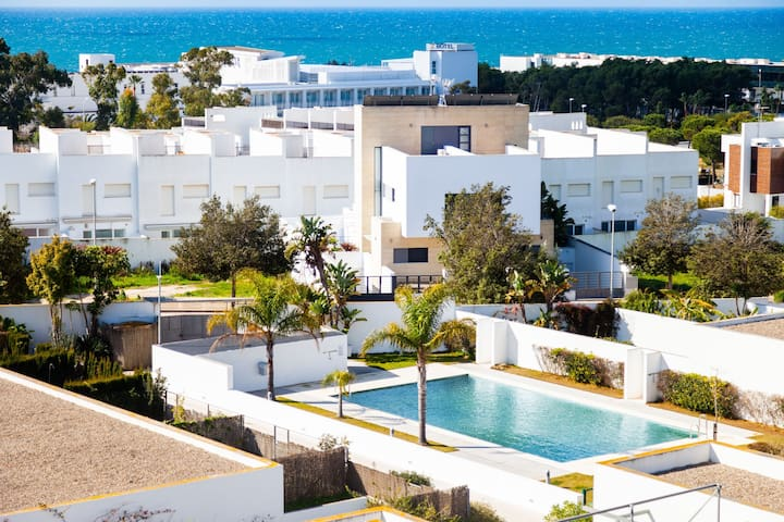 Modern Studio Apartment Close to Beach with Air-Conditioning, Wi-Fi and Balcony