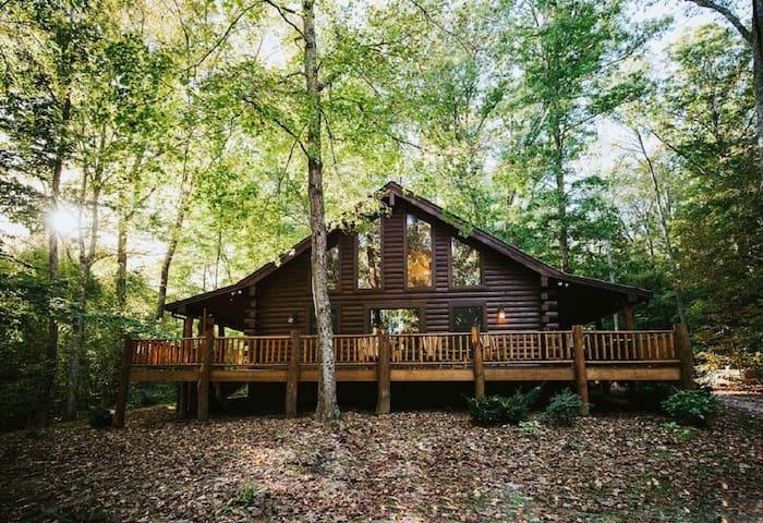 Hilltop Hideaway Log Cabin