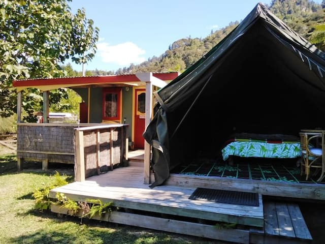 The Gypsy Cart - Glamping on the Riverbank !