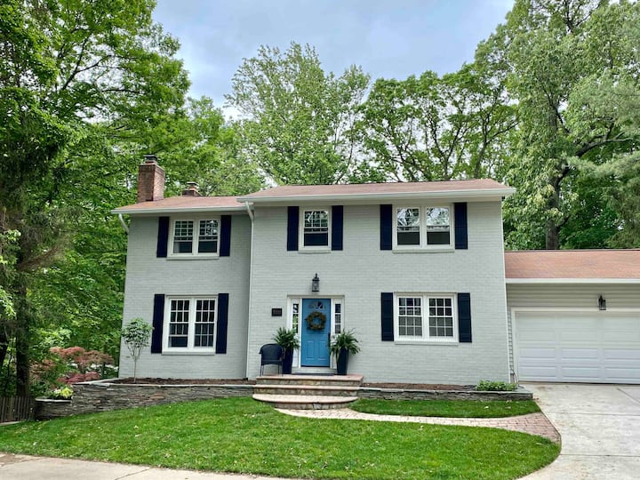 Huge Luxury 4BR/3BA Colonial Home Near DC and GMU
