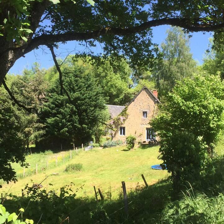 """""""Maison effe"""" huis met uitzicht in de Morvan"""