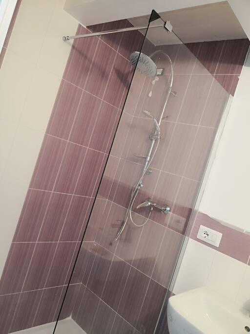 Bagno stanza Viola