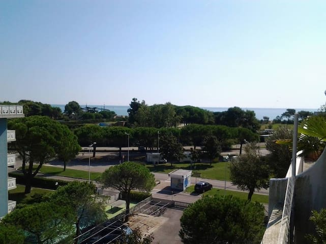APPARTAMENTO VISTA MARE CON GRANDE TERRAZZO - Porto Santa Margherita - Departamento