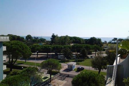 APPARTAMENTO VISTA MARE CON GRANDE TERRAZZO - Porto Santa Margherita - Daire