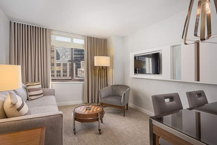Luxury 1-Bedroom Deluxe Suite @ Wyndham Midtown 45