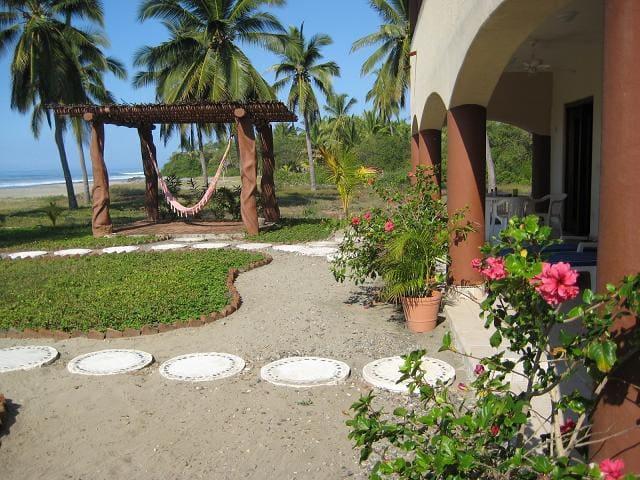 Casa Rosa at Playa Buena Vista near Troncones - Troncones - Casa