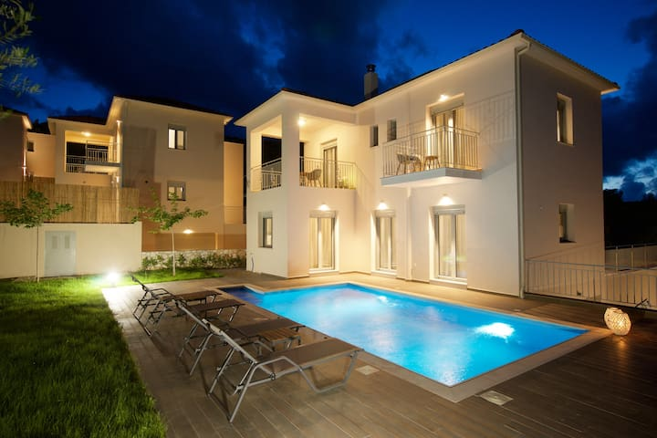 Welcome to Amarianos Villas