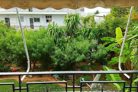 Spacious Apartment with Tropical Garden View - Voula
