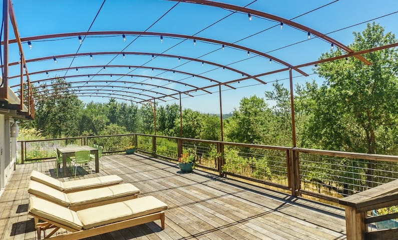 Private Family Friendly Retreat with Amazing Views
