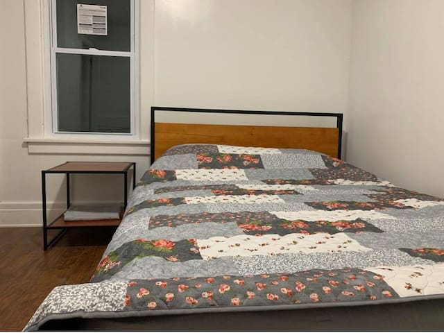 202 Private Room AC WiFi Queen Bed Kitchen Dining
