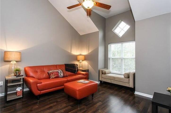 Executive Housing - Charlotte - Pis