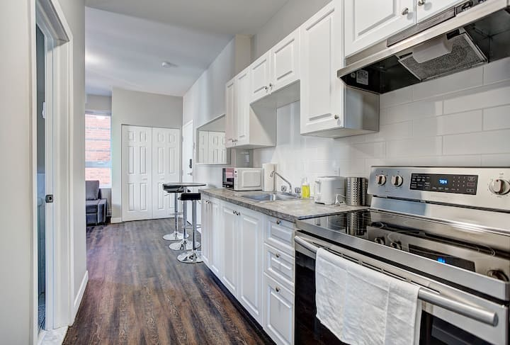 Charming 1BR minutes to University of Montreal #2