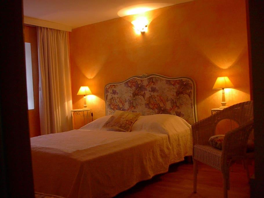Coquette chambre d 39 h tes romance d couvrir maison d for Chambre d hote saint palais